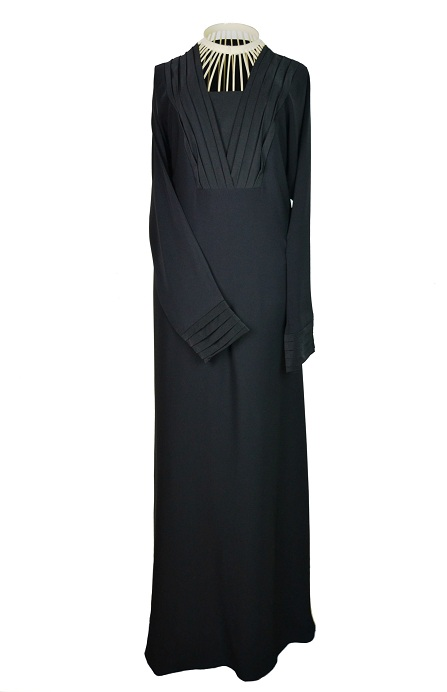 Glamour-esque <p>Slim-Fit Abaya <p> Abaya